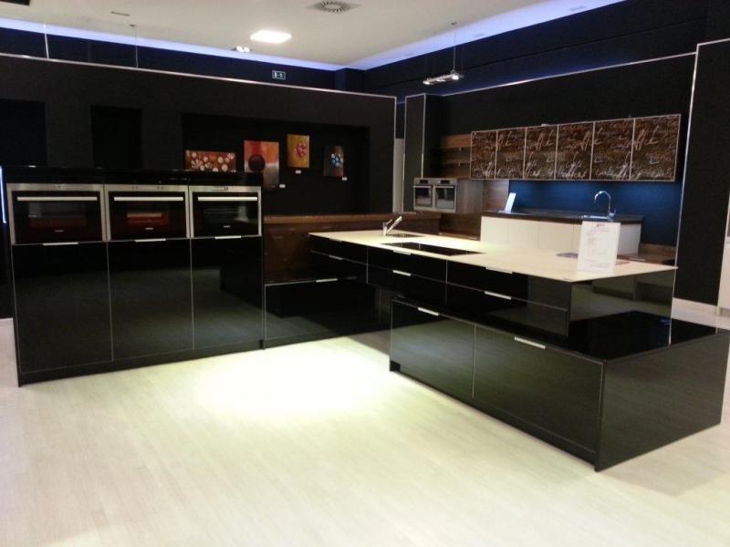 cuisiniste le pontet trendy amazing vente ilot central cuisine pas cher maison design bahbe. Black Bedroom Furniture Sets. Home Design Ideas